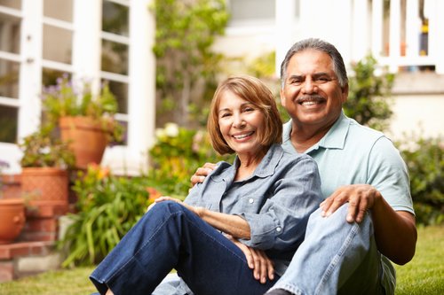 older-hispanic-couple-buyers-homeowners-sellers-clients-consumers